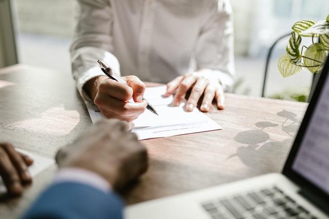 podpisywanie wniosku o kredyt
